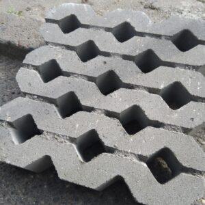 Газонная бетонная решетка Травница